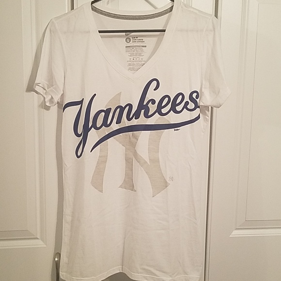 e23a1934 NWOT NY Yankees Nike T-shirt Slim Fit Large